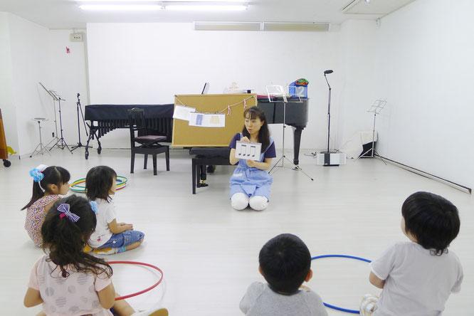 幼稚園児クラスでは本格的に、リトミック、モンテッソーリ教育を味わいます