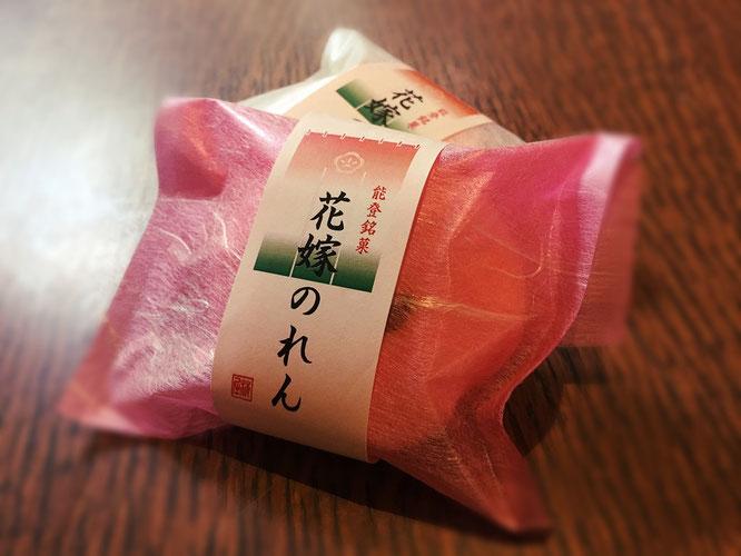 「花嫁のれん」とは石川県を中心とした北陸地方に伝わる婚礼の風習です。土産菓子のほか、婚礼贈答用にも選ばれております。