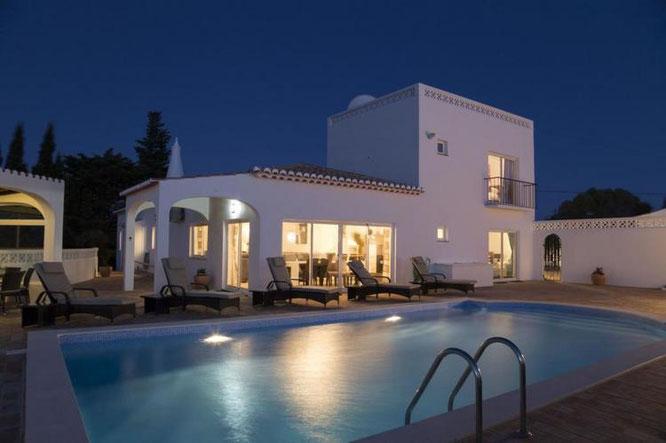 Te huur vakantiewoning in het plaatsje Lagos- Algarve - Portugal 10 personen, met internet en zwembad