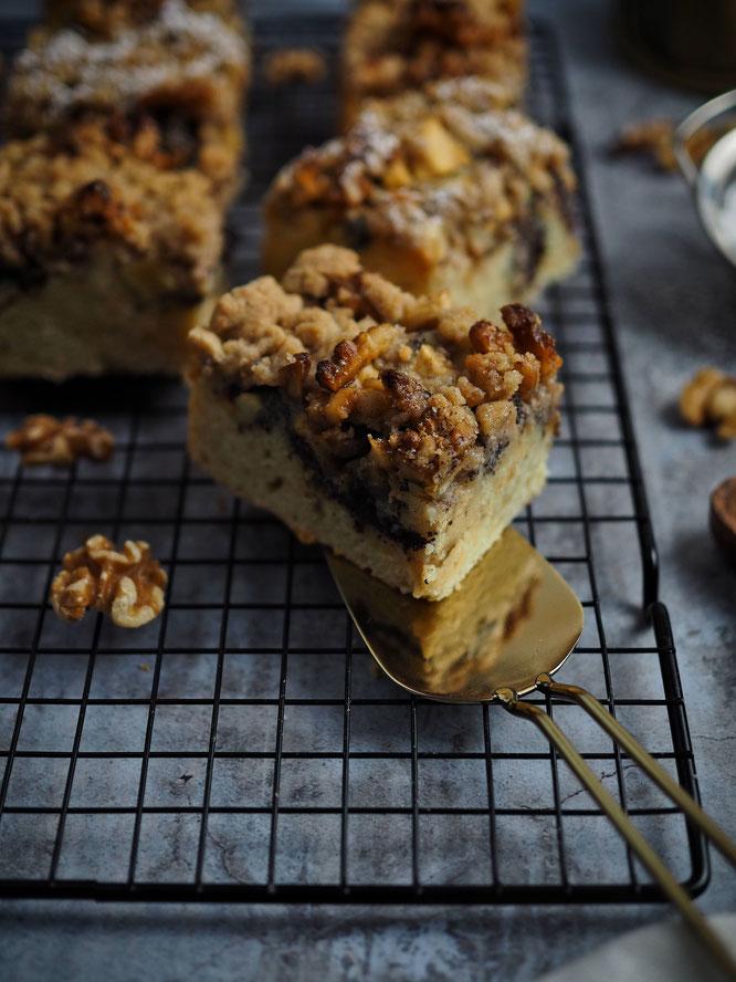 Saftiger Apfel-Mohn-Streuselkuchen mit Honig Walnüssen