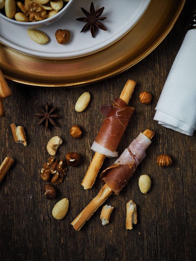 Fingerfood: Parma-Crissini und gesalzene Nüsse