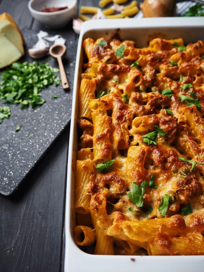 Rigatoni al Forno mit Salsiccia und Scamorza