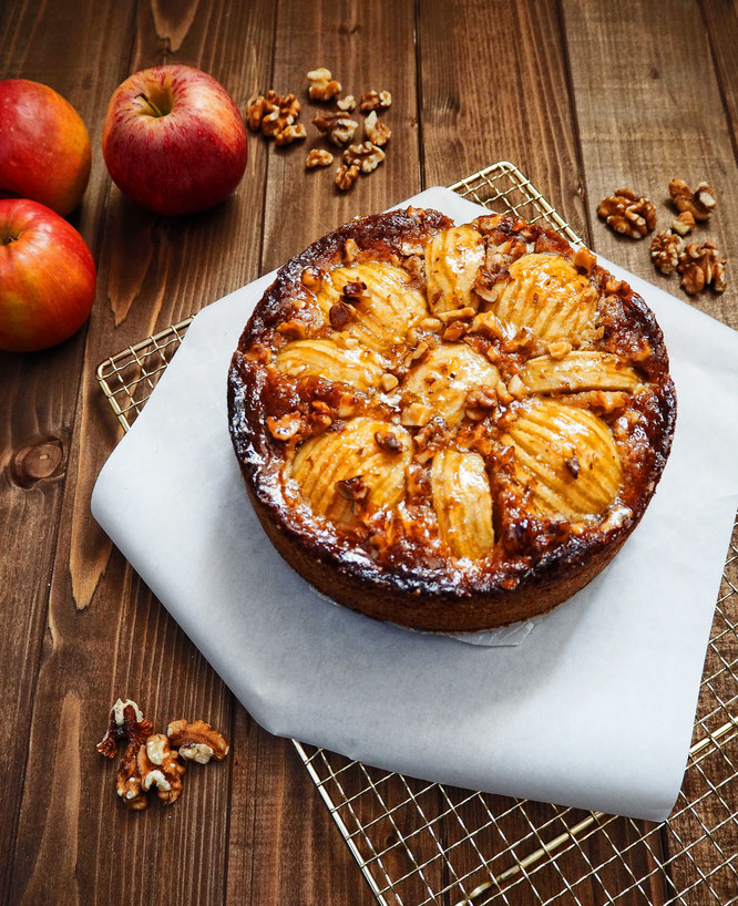 Klassischer Apfelkuchen mit Nusschrunch