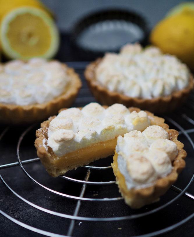 Zitronen-Tartelettes mit Baiser