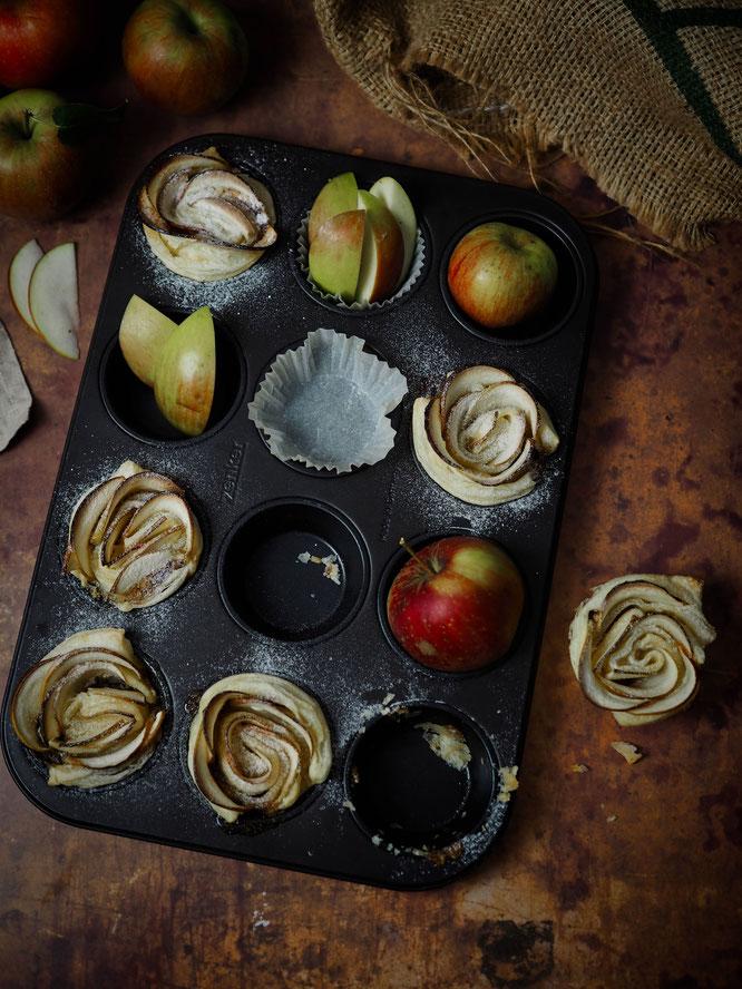 Saftige Apfelrosen Muffins aus Blätterteig