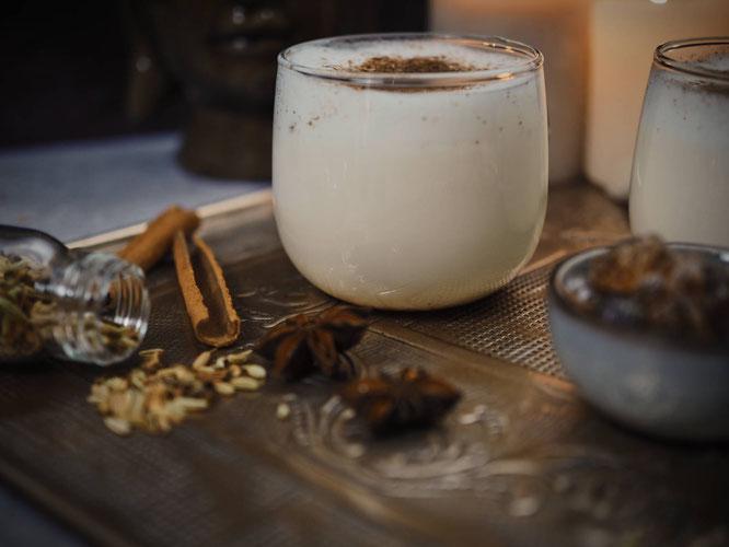 Winterlicher Chai Punsch mit Zimt-Milchschaum