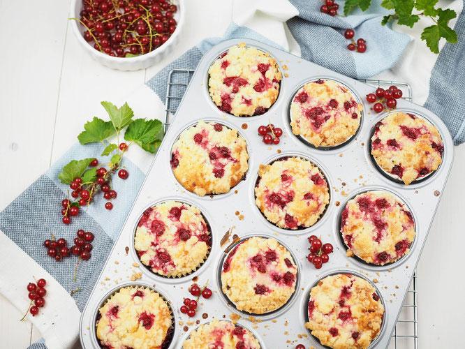 Saftige Johannisbeer-Joghurt-Muffins mit Streuseln