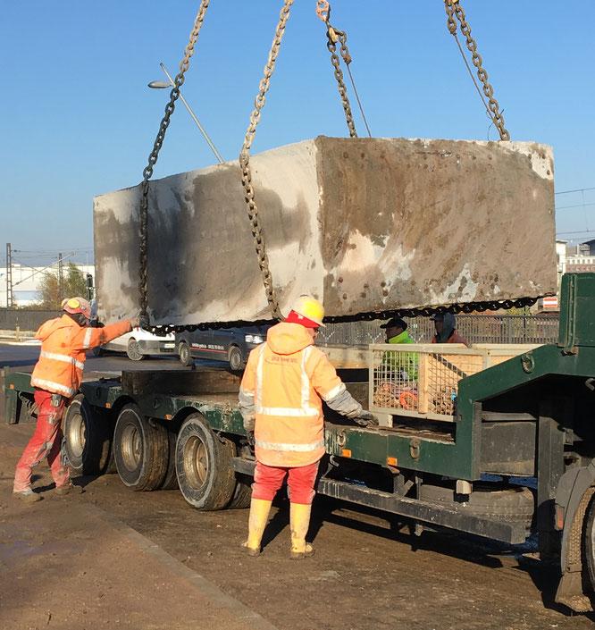 Abtransport von gesägten Betonteilen, Engel GmbH Kernbohrungen