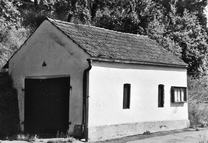 Das noch erhaltene Feuerwehrhaus in der Bayerwaldstraße aus dem Jahre 1879 wird heute von der Wassergemeinschaft Saulburg als Lagerraum genutzt