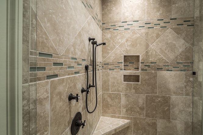 Rivestimento bagno, ristrutturazione bagno cagliari, rivestimento bagno sardegna, ristrutturazioni bagno quartu, lavori bagno cagliari