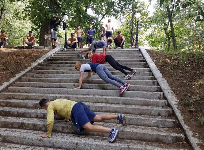 Die Treppe des Erfolgs ist mühsam zu erklimmen; Impression vom Trainingslager aus Rumänien.