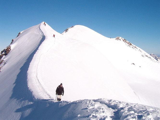 Salita al monte Castore per la cresta sudorientale.