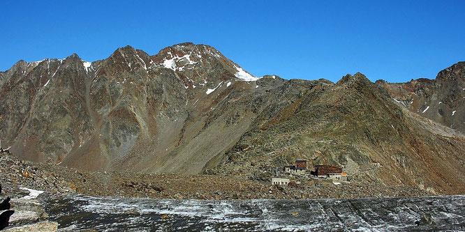Il rifugio con la Cima del Similaun (3607m)