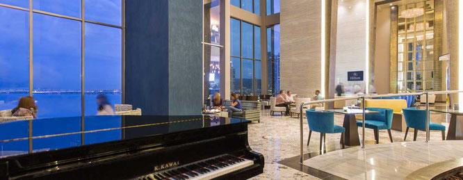 Área de estar y segundo vestíbulo de recepción del hotel.
