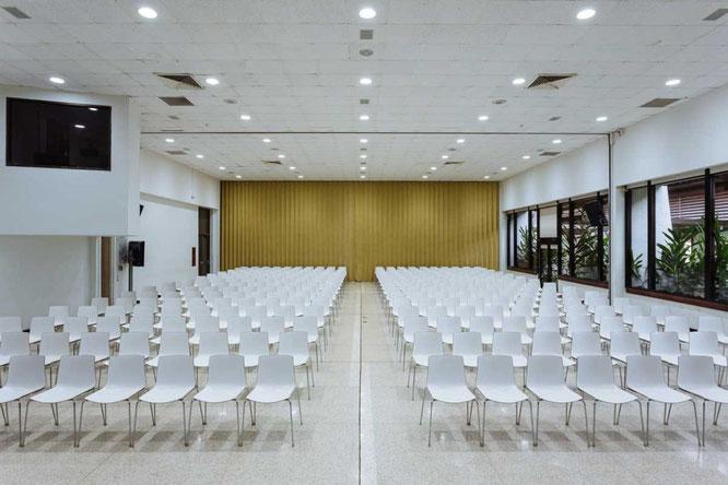 Auditorio con capacidad para 500 personas.