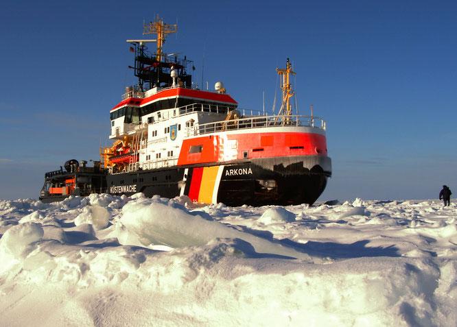 Die Arkona im Eis  (Quelle: www.wsv.de)