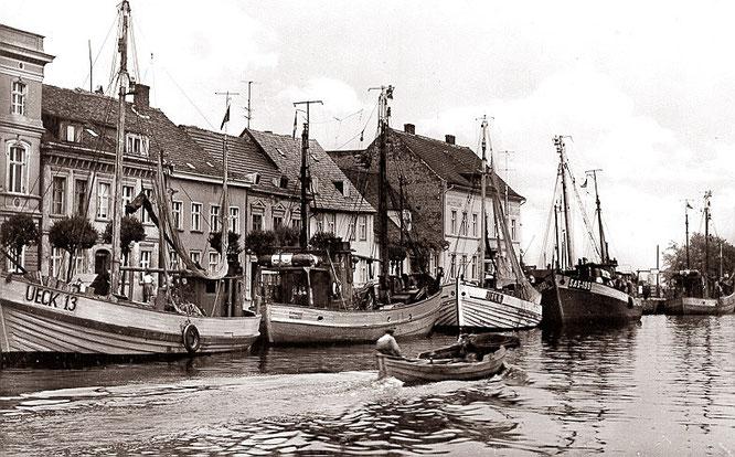 Mitte der 1960er Jahre gab es noch viele Fischkutter im Ueckermünder Stadthafen.