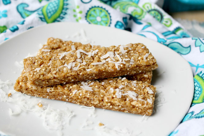Soft, chewy homemade granola bars that are vegan and have a boost of protein!  They're easy to make too!  - http://bit.ly/1H5Ugst