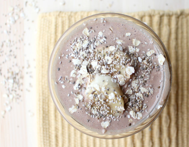 The best overnight oats!  Cocoa, banana, and chia seeds make this breakfast healthy, delicious, plus it all comes together in the fridge during the night!  -by homemade nutrition - www.homemadenutrition.com