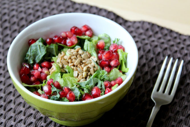homemade kale salad with pomegranate seeds, sunflower seeds, and orange dressing - by homemade nutrition - www.homemadenutrition.com