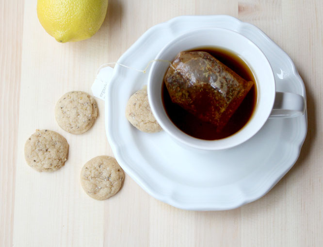 These mini lemon-almond chia cookies have a soft texture and beautiful flavor profile.  They're perfect to enjoy with a cup of hot tea, and have an easy variation to make them vegan! - www.homemadenutrition.com