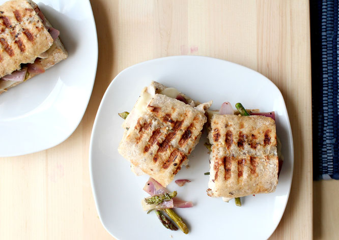 Leftover lemon herb chicken makes this fantastic melty and flavorful panini the next day! - www.homemadenutrition.com