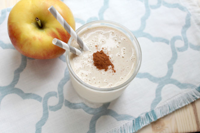 Apple pie for breakfast?  You bet!  This apple pie breakfast smoothie tastes like a treat, but it's healthy and ready in under 5 minutes!
