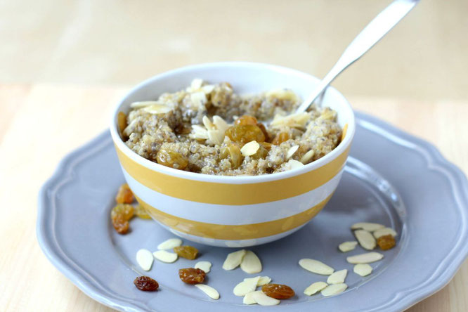 This make-ahead overnight quinoa with golden raisins, almonds, and chia seeds is the perfect filling and satisfying breakfast!