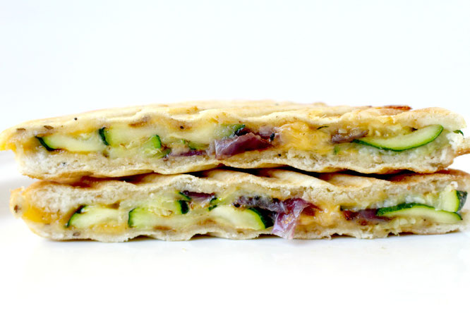 quick vegetarian panini with grilled zucchini and red onion!  - by  homemade nutrition - www.homemadenutrition.com