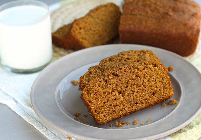 This healthy vegan pumpkin banana bread is moist and tender, and absolutely delicious!