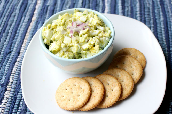 This easy avocado egg salad makes a quick healthy breakfast, lunch, snack, or appetizer for holiday gatherings!  With only four ingredients, it just doesn't get easier than this recipe! www.homemadenutrition.com