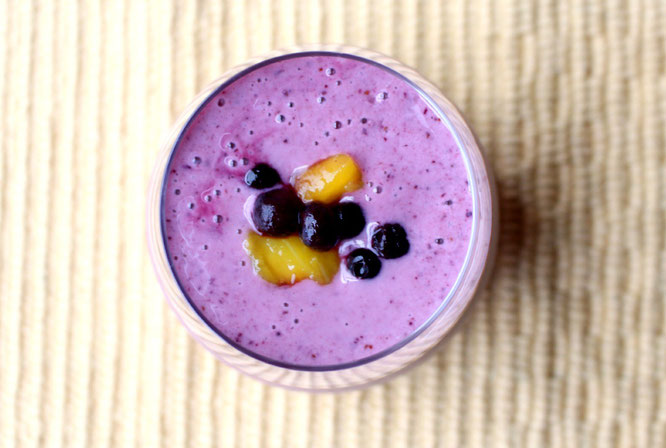 Super refreshing blueberry mango smoothie is perfect for a quick breakfast or mid-afternoon snack! - by homemade nutrition - www.homemadenutrition.com