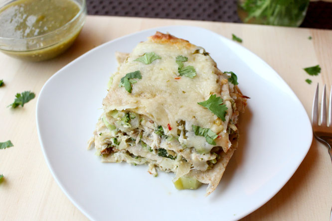 30 minute green chicken enchilada casserole - healthy and family-friendly dinner!  by homemade nutrition - www.homemadenutrition.com