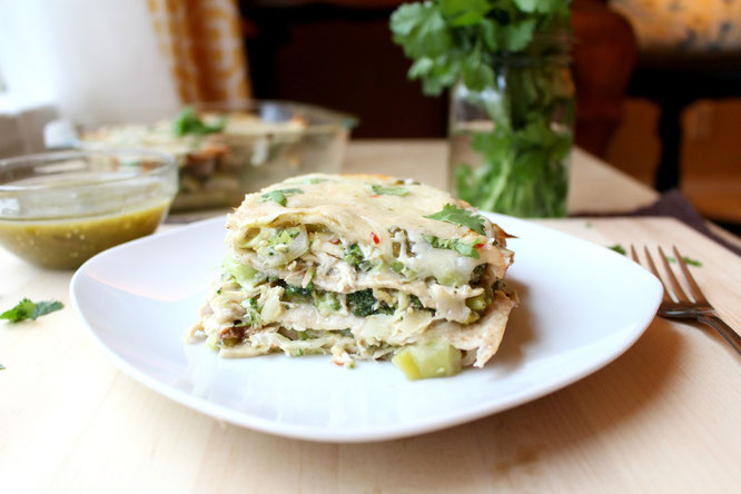 Delicous, healthy green chicken enchilada casserole - a one-dish dinner quick enough for a weeknight! - by homemade nutrition - www.homemadenutrition.com