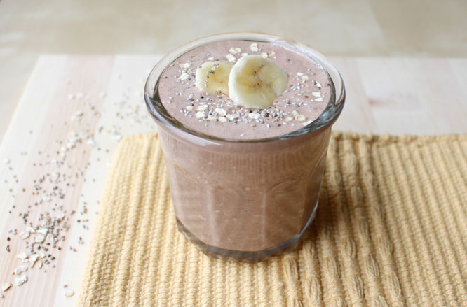 Healthy overnight oats with chocolate, banana, and chia seeds.  Perfect healthy breakfast on the go! - by homemade nutrition - www.homemadenutrition.com