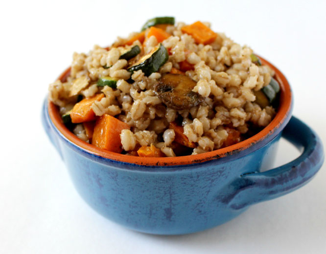 Whole grain barley salad with roated vegetables - such a hearty vegetarian dish! by homemade nutrition - www.homemadenutrition.com