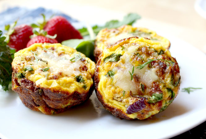 Delicious southwestern mini frittatas are so easy to make and are also vegetarian!  www.homemadenutrition.com