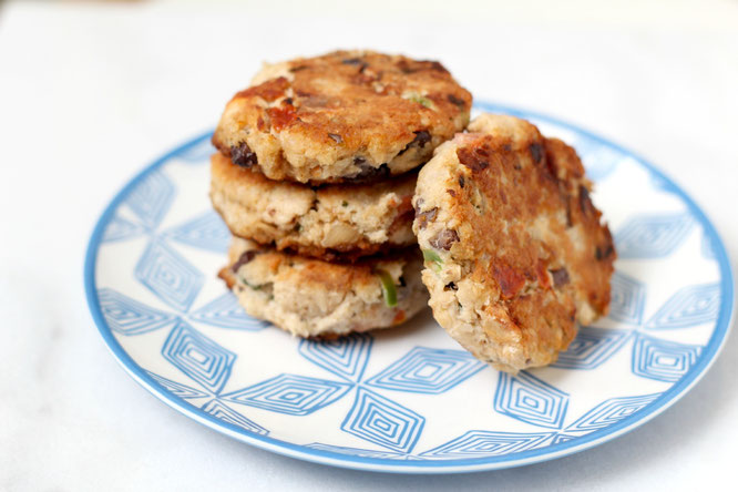 Easy make-ahead tuna cakes that can be cooked straight out of the freezer on a busy weeknight. #ad - www.homemadenutrition.com