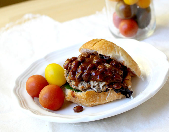 "healthy mini chili cheeseburgers are the perfect compromise between ""regular"" chili and burgers for game day! -  by homemade nutrition - www.homemadenutrition.com"