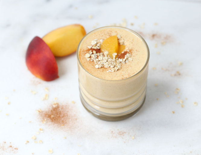 Peach Cobbler Smoothie:  tasty enough for dessert, but healthy enough for breakfast!  - www.homemadenutrition.com