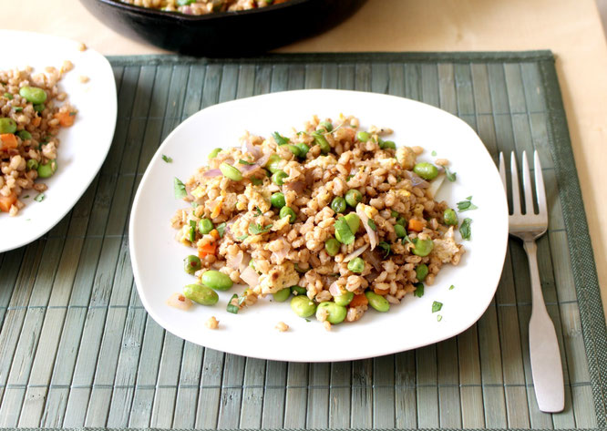 20 minutes healthy, simple barley fried rice recipe with frozen edamame, peas and carrots.  Plenty of veggies in this hearty vegetarian meal! - by homemade nutrition - www.homemadenutrition.com