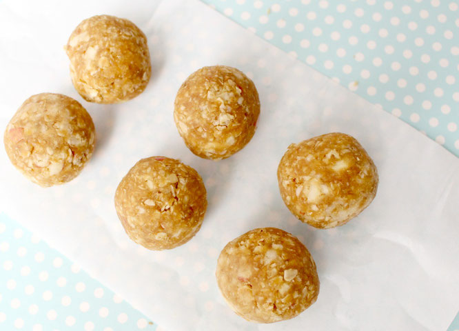 healthy snack bites made with apple, peanut butter, flax, and dried cranberries - so good! - by homemade nutrition - www.homemadenutrition.com