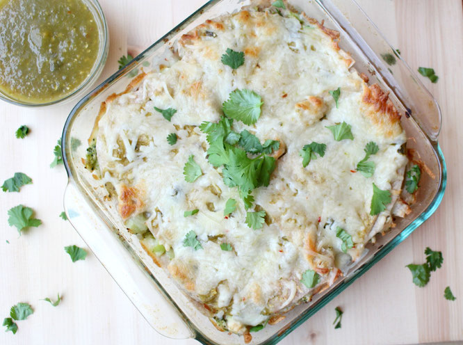 Weeknight green chicken enchilada casserole - a complete healthy and flavorful meal in about 30 minutes! www.homemadenutrition.com