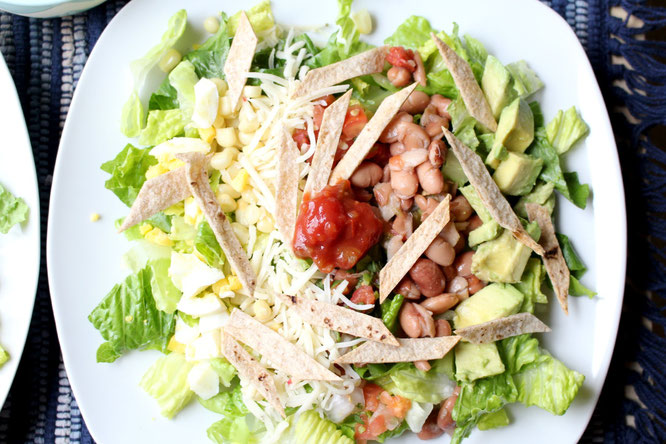 This delicious southwestern salad is packed with flavor and nutrition!  It's perfect for a busy weeday meal that the whole family will enjoy! - www.homemadenutrition.com