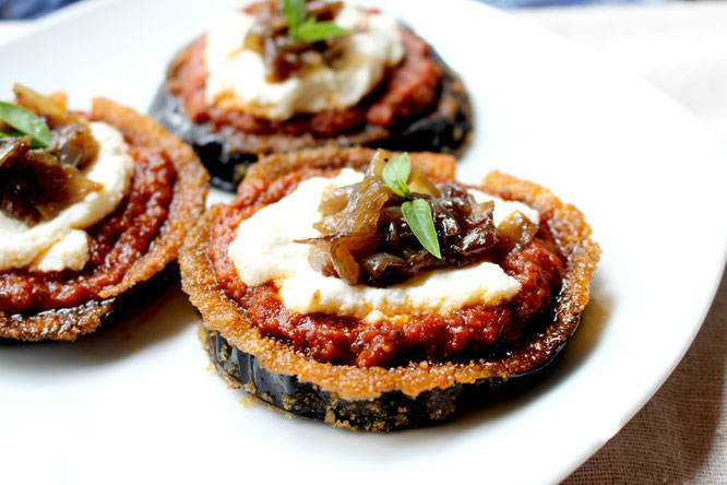 Baked eggplant makes the base of these flavorful pizzas topped with sun dried tomato pesto, ricotta, and caramilized onions.   These are delicious and simple! - www.homemadenutrition.com