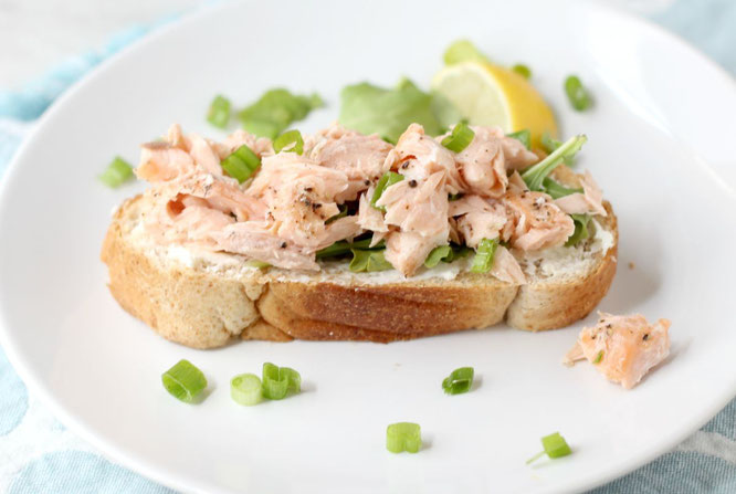 The best fresh salmon salad! This recipe is such a nice twist on a traditional tuna or salmon salad.  This is the perfect lunch or dinner for a busy weekday!