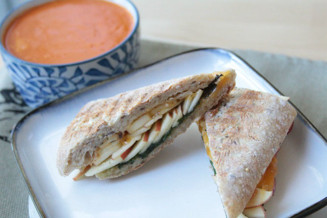 delicious and healthy apple cheddar panini by homemade nutrition!  www.homemadenutrition.com