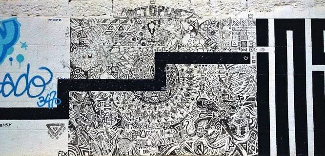 Langgesteckte, Graffiti-gestaltete Mauer am Place de l'Hospitalet im Quartier Haut, Sete. © 2016 Reinhard A. Sudy