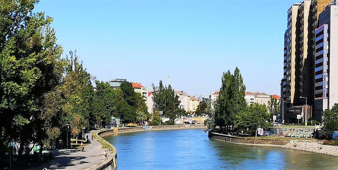 Blick von der Aspernbrücke auf die Uferpromenaden am Donaukanal. © 2019 Reinhard A. Sudy