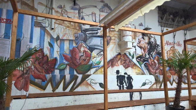 Die beiden Künstler Carola Deutsch und Tom Lohner gestalteten 2015 die Wandflächen beim Grazer City Beach. © Reinhard A. Sudy